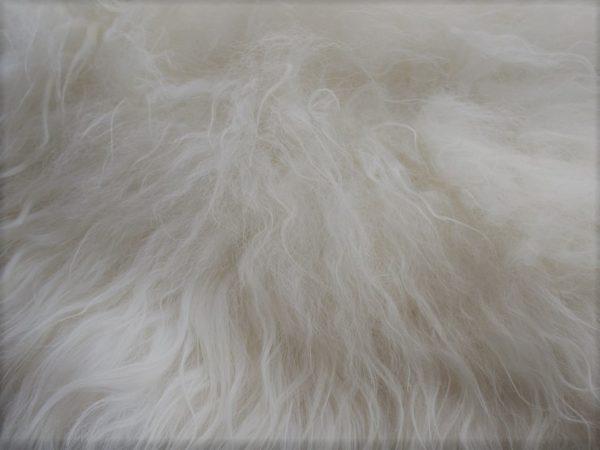peau-de-mouton-islandais-blanc-detail-poils-longs